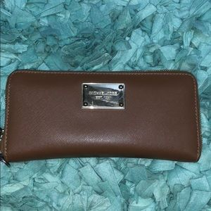 Hardly used michael kors wallet